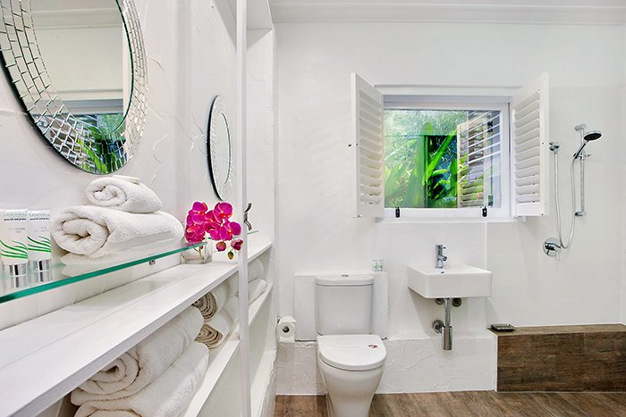 Family bathroom, 22 McAnally Drive Sunshine Beach