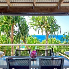 Alfresco dining overlooking the ocean
